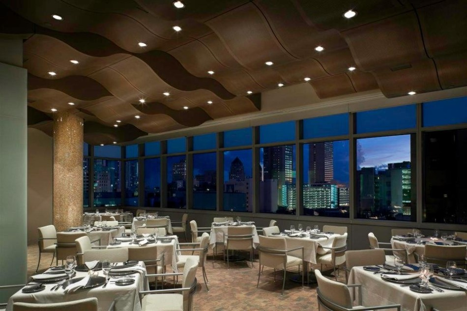 5 Luxury Restaurants With Stunning Views in Miami | www.bocadolobo.com #diningroom #diningarea #restaurants #luxuryrestaurants #miami @moderndiningtables luxury restaurants 5 Luxury Restaurants With Stunning Views in Miami 5 Luxury Restaurants With Stunning Views in Miami 3