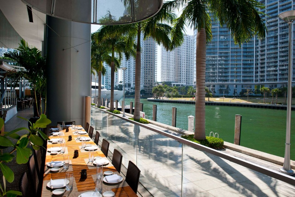 5 Restaurants With Stunning Views in Miami | www.bocadolobo.com #diningroom #diningarea #restaurants #luxuryrestaurants #miami @moderndiningtables luxury restaurants 5 Luxury Restaurants With Stunning Views in Miami 5 Luxury Restaurants With Stunning Views in Miami 4