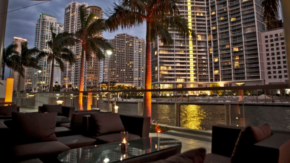 5 Luxury Restaurants With Stunning Views in Miami | www.bocadolobo.com #diningroom #diningarea #restaurants #luxuryrestaurants #miami @moderndiningtables luxury restaurants 5 Luxury Restaurants With Stunning Views in Miami 5 Luxury Restaurants With Stunning Views in Miami 6