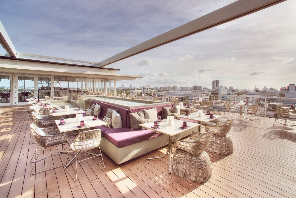 5 Luxury Restaurants With Stunning Views in Miami | www.bocadolobo.com #diningroom #diningarea #restaurants #luxuryrestaurants #miami @moderndiningtables luxury restaurants 5 Luxury Restaurants With Stunning Views in Miami 5 Luxury Restaurants With Stunning Views in Miami 9