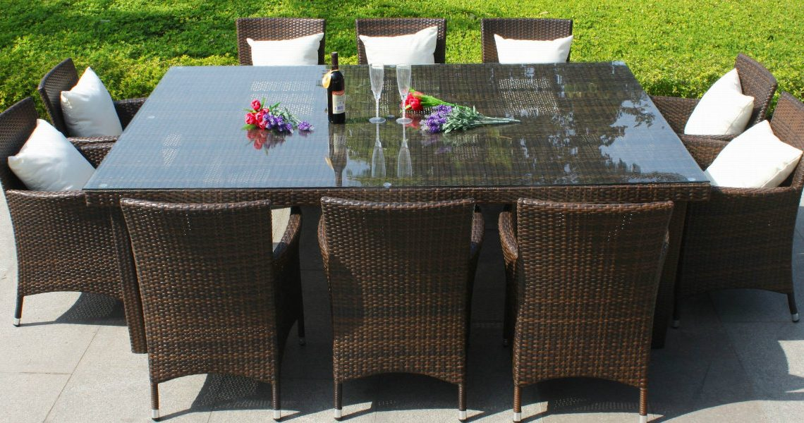 10 Elegant Outdoor Dining Areas To Inspire You This Summer