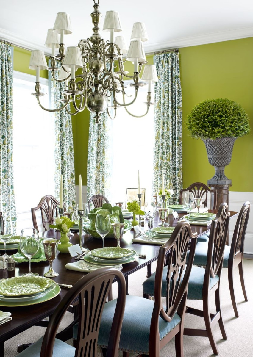 Warm Up the House With This Colorful Dining Rooms