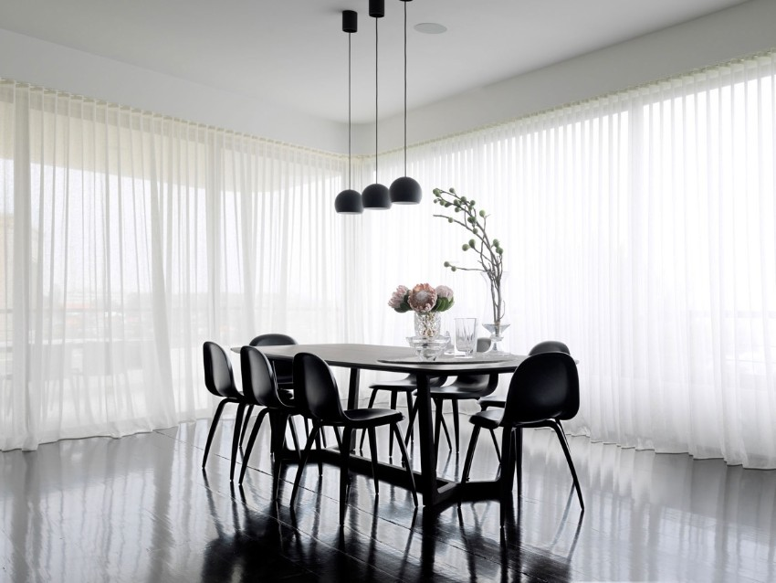 luxury dining room What a Simple Piece of Art Can Do for a Luxury Dining Room Luigi Rosselli Architects