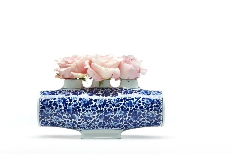 Moooi Moooi's Incredible Center Pieces for Your Dining Room Table Delft Blue Vase 04 2