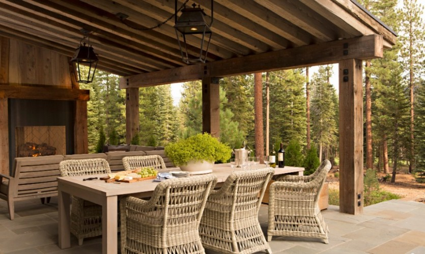 outdoor dining room Striking Outdoor Dining Room Ideas outdoor fireplace 2
