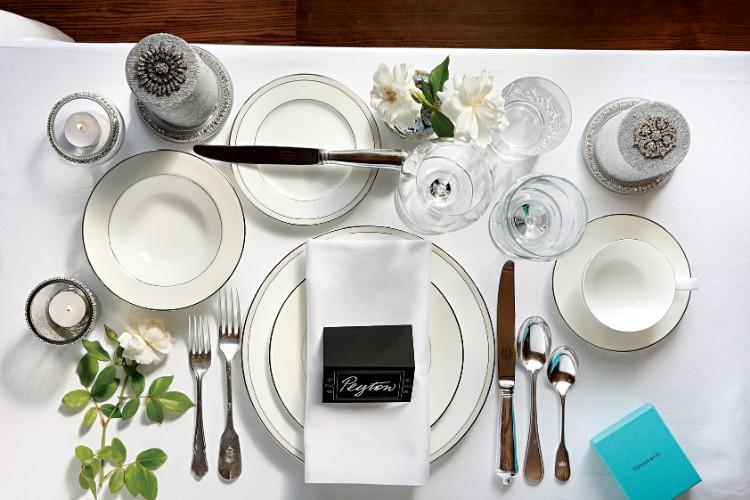 elegant dinner How to Set Your Dining Table For An Elegant Dinner formal white 1