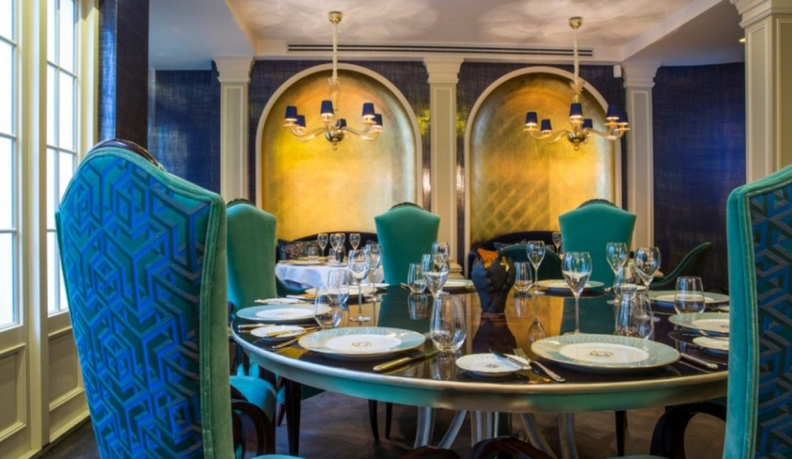 15 Dining Room Ideas By Top Interior Designers From England | www.bocadolobo.com #interiordesigner #topinteriordesigners #diningroom #diningarea #diningdesign #thediningroom #luxuriousdiningroom @moderndiningtables
