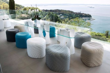 10 Glass Modern Dining Tables | www.bocadolobo.com #glasstables #diningtables #diningroom #thediningroom #diningarea #diningareadesign #luxuryinteriors #luxurybrands #luxury #glass @moderndiningtables