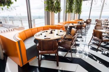 Dining Room to Watch for in 100% Design 2017 | www.bocadolobo.com #moderndiningtables #exclusivedesign #decorex #londondesignfestival #designfest #luxurybrands #interiordesign #london @moderndiningtables