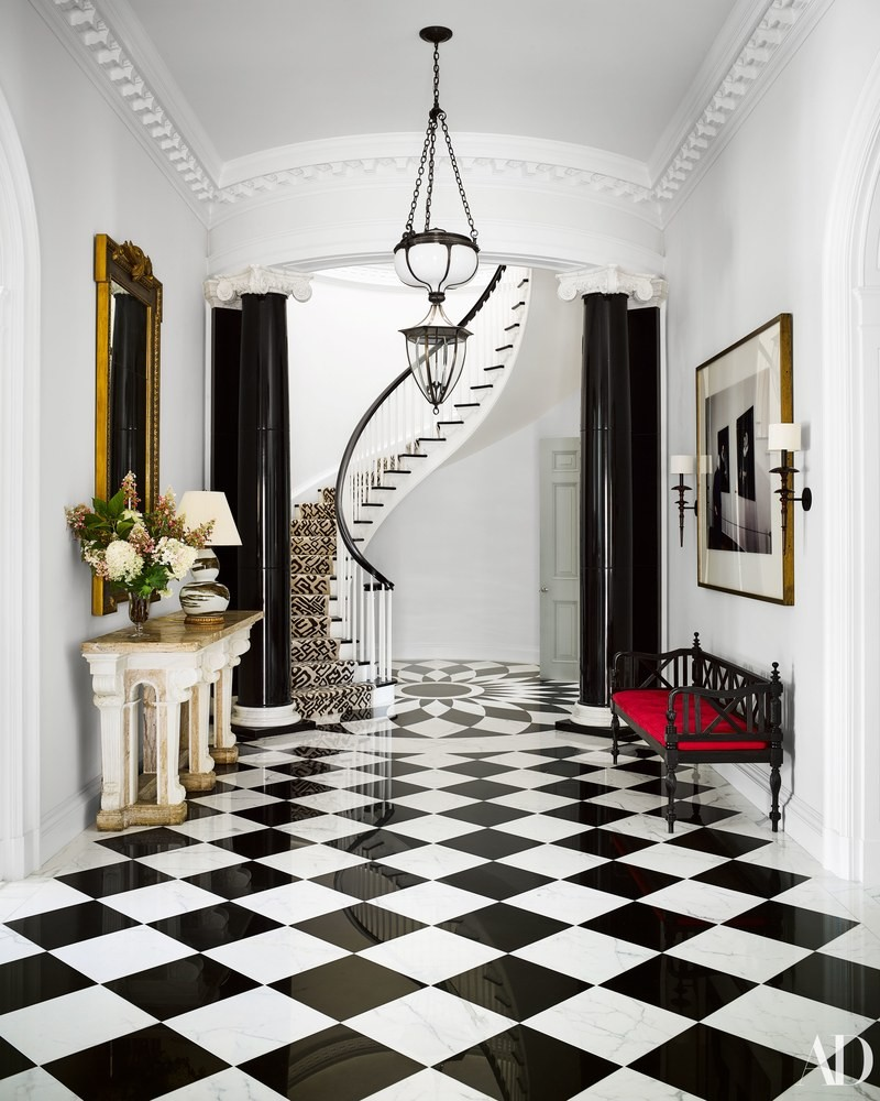 Black and White Entryway Decor Ideas You'll Fall In Love entryway decor Black and White Entryway Decor Ideas You'll Fall In Love mary ann tighe southampton home bunny williams checkerboard marble floors black white david adler staircase foyer